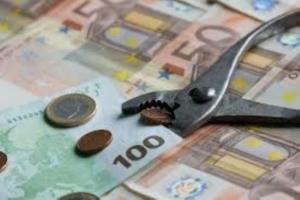 Περικοπές, φοροελαρύνσεις και υποσχέσεις για το χρέος
